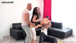 Молоденькая девчонка с собственным пареньком балуются обалденным порно